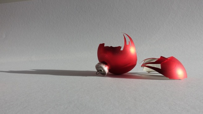 christmas-ornament-701312_1280